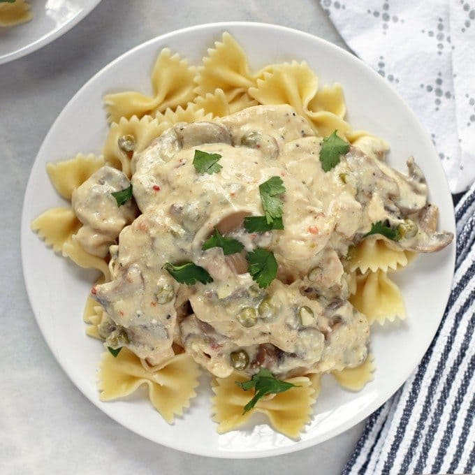 If you're looking for an easy dinner, check out this recipe for crockpot creamy chicken mushrooms and peas. Perfect paired with a simple salad and some crusty bread! | honeyandbirch.com