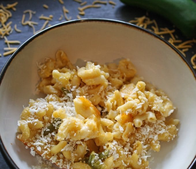 Baked Jalapeno Macaroni and Cheese | www.honeyandbirch.com