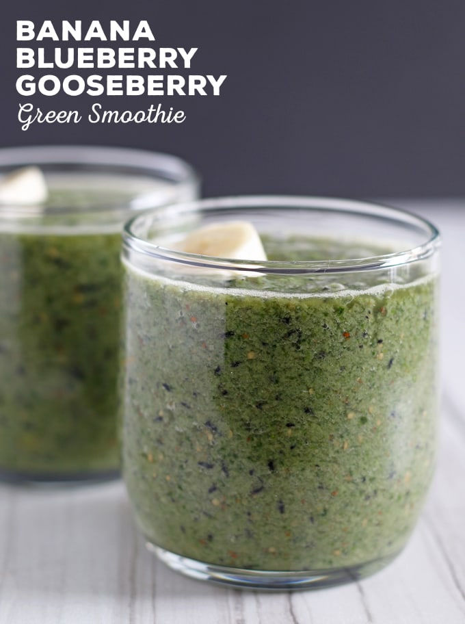 This banana blueberry gooseberry green smoothie is a great way to start your day. If your New Year's resolution is to be healthier, make one of these green smoothies for breakfast! | honeyandbirch.com