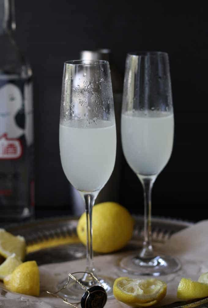 The byejoe French 75 - A twist on a classic French #cocktail. Perfect for end of summer brunches! #happyhour #byejoe #brunch