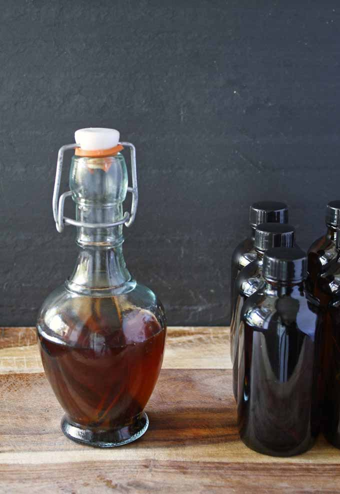 DIY Vanilla Extract - This easy Kitchen #DIY is great for #gifts. | Honey and Birch