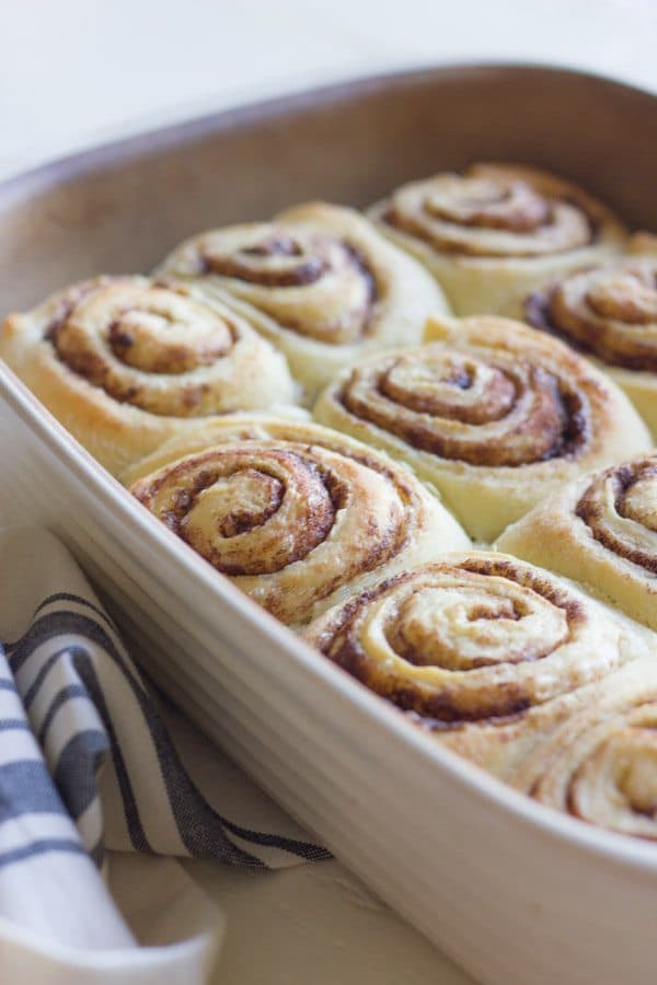 8 Great Cinnamon Rolls Recipes perfect for breakfast on chilly autumn and winter mornings!