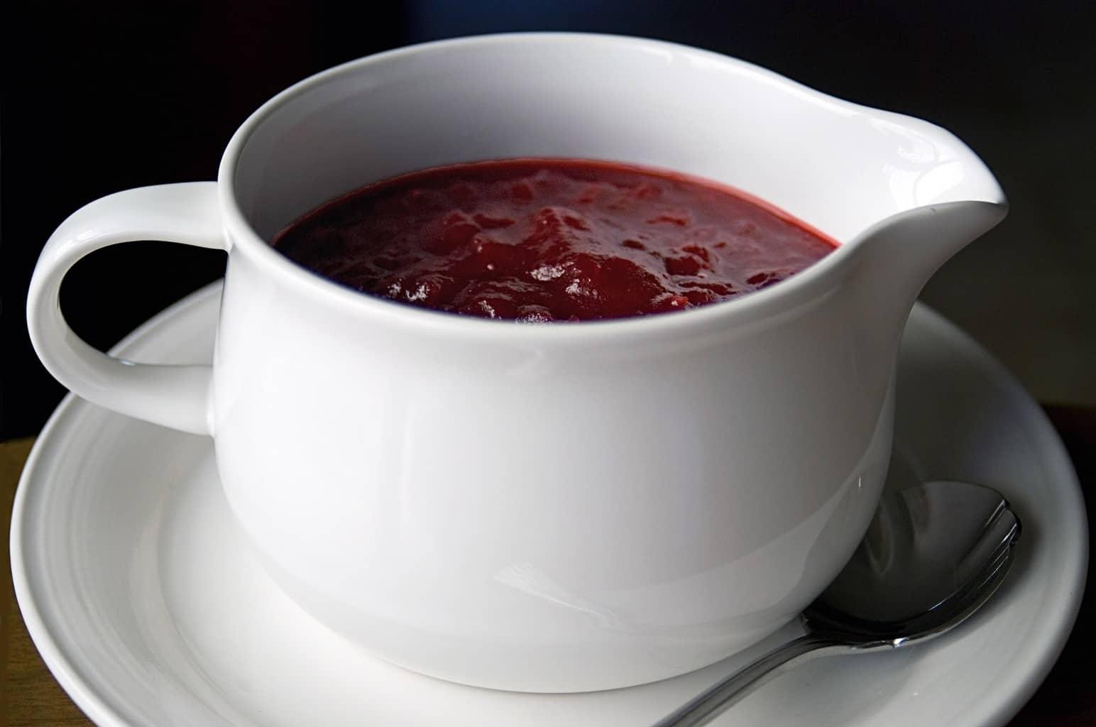 8 Great: Thanks Giving Dinner Edition | 8 Great Cranberry Sauce Recipes | www.honeyandbirch.com