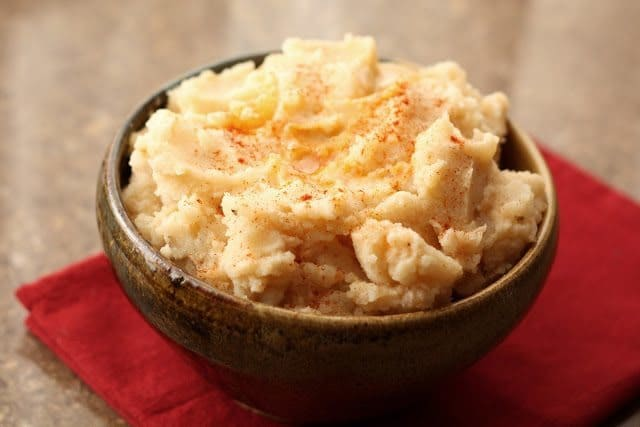 8 Great: Thanksgiving Dinner Edition | 8 Great Mashed Potato Recipes | www.honeyandbirch.com