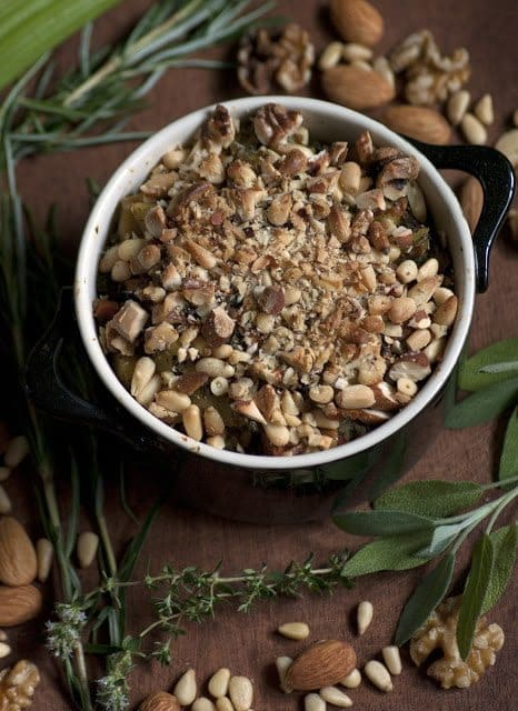 8 Great: Thanksgiving Dinner Edition | 8 Great Stuffing Recipes | www.honeyandbirch.com