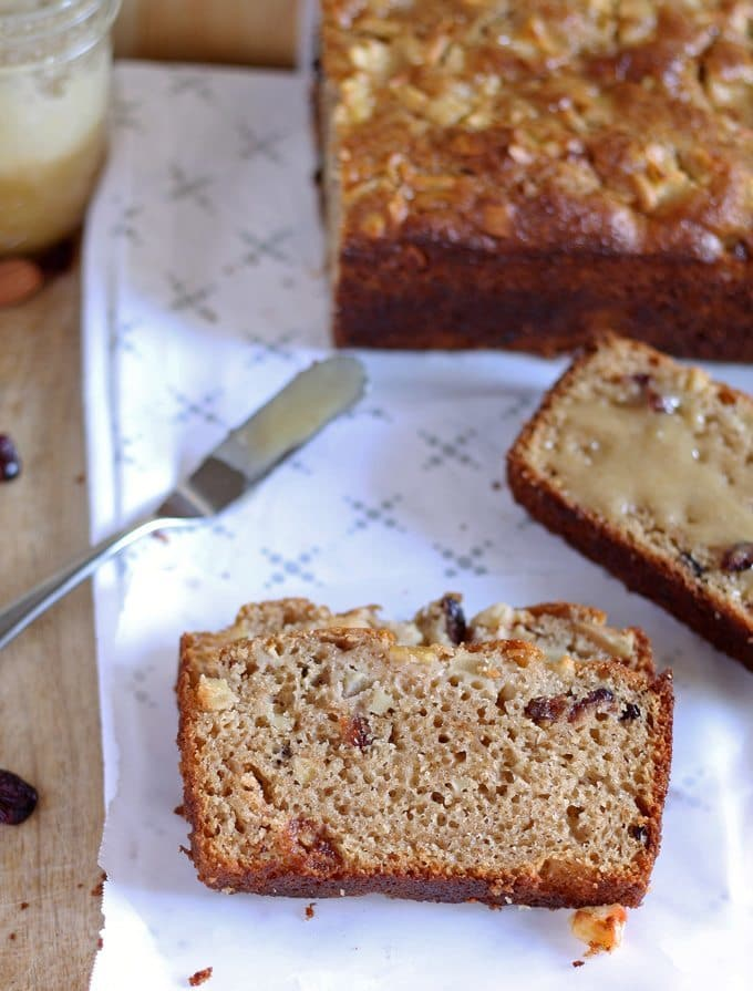 The flavors in this quick bread recipe are perfect for fall! Make this apple almond cranberry quick bread for chilly autumn mornings or to bring to Thanksgiving dinner! | www.honeyandbirch.com | #quickbread