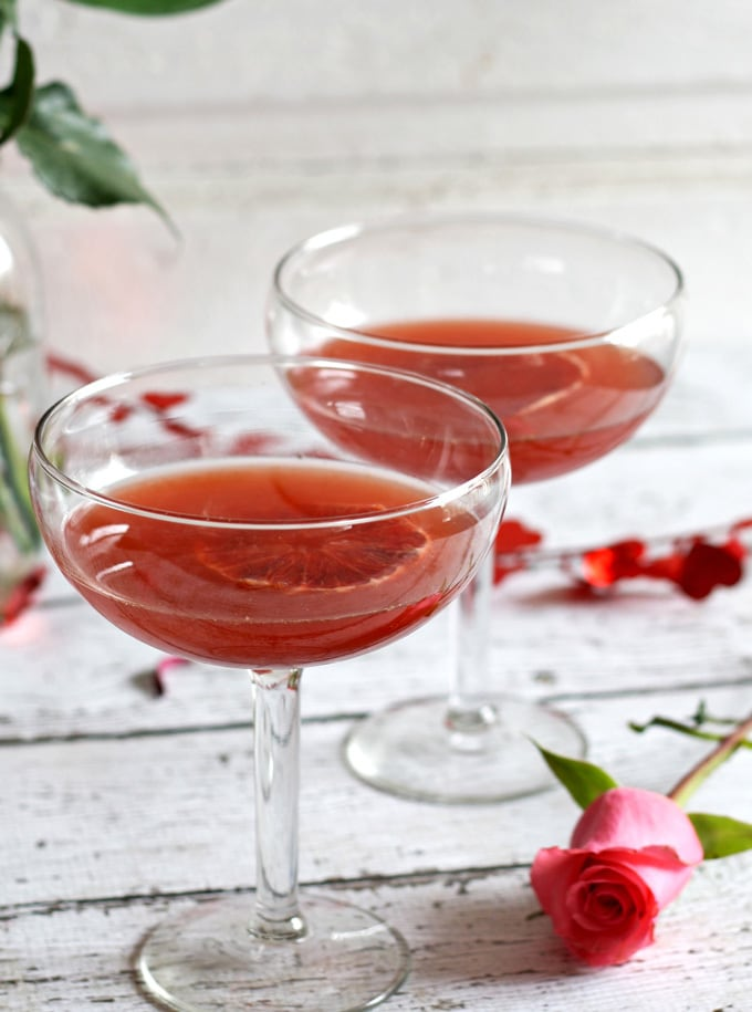 Bourbon Honey Cocktail | www.honeyandbirch.com | #sponsored @4RosesBourbon #ValentinesDay