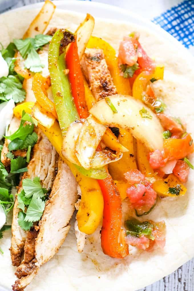 chicken fajita recipe full of vegetables and grilled chicken