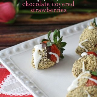 S'mores Chocolate Covered Strawberries | www.honeyandbirch.com | @driscollsberry #ValentinesDay #spon