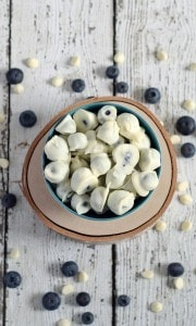 White Chocolate Covered Blueberries | www.honeyandbirch.com #easy #dessert #snack