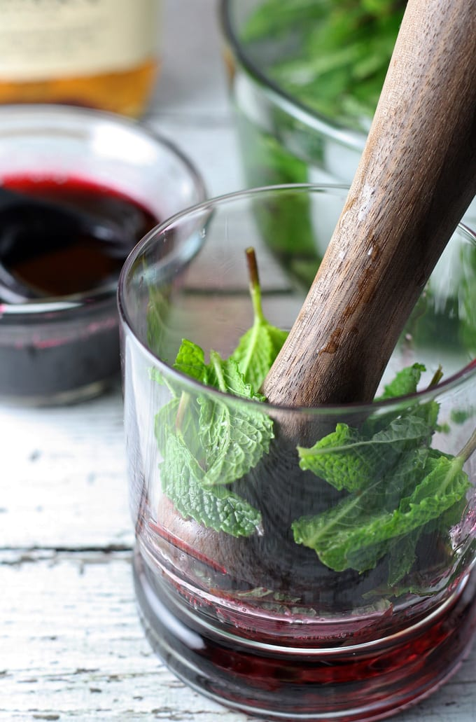 Hibiscus Honey Mint Julep | honeyandbirch.com #bourbon #cocktail