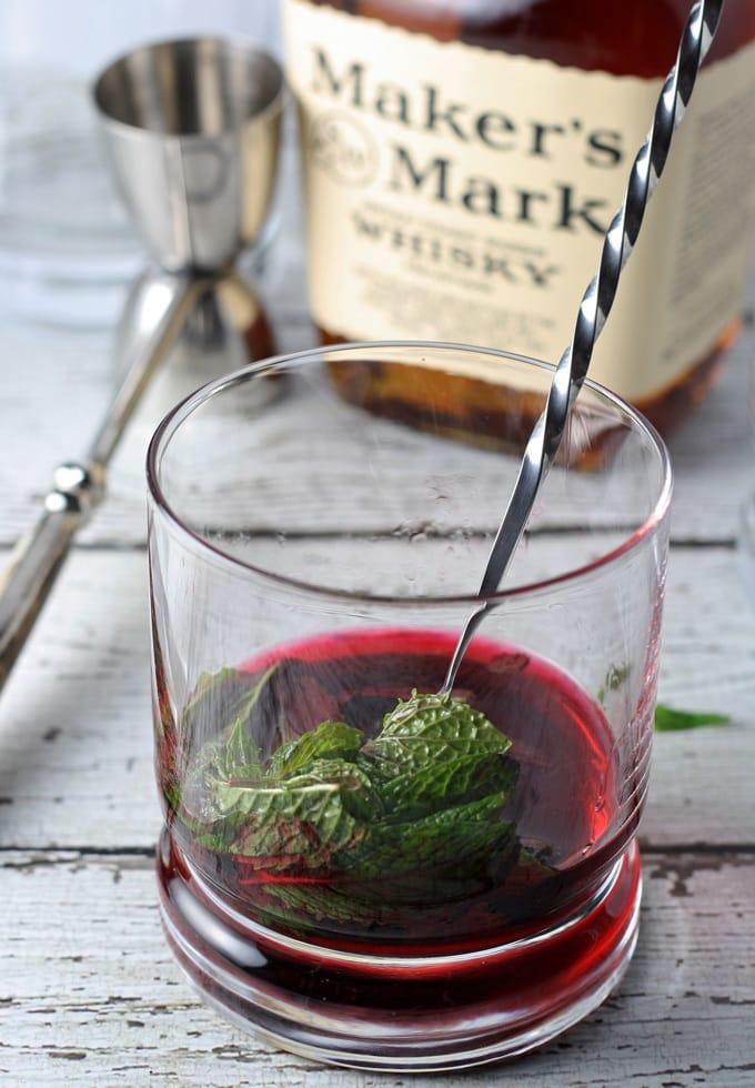 Hibiscus Honey Mint Julep | honeyandbirch.com #bourbon #cocktail