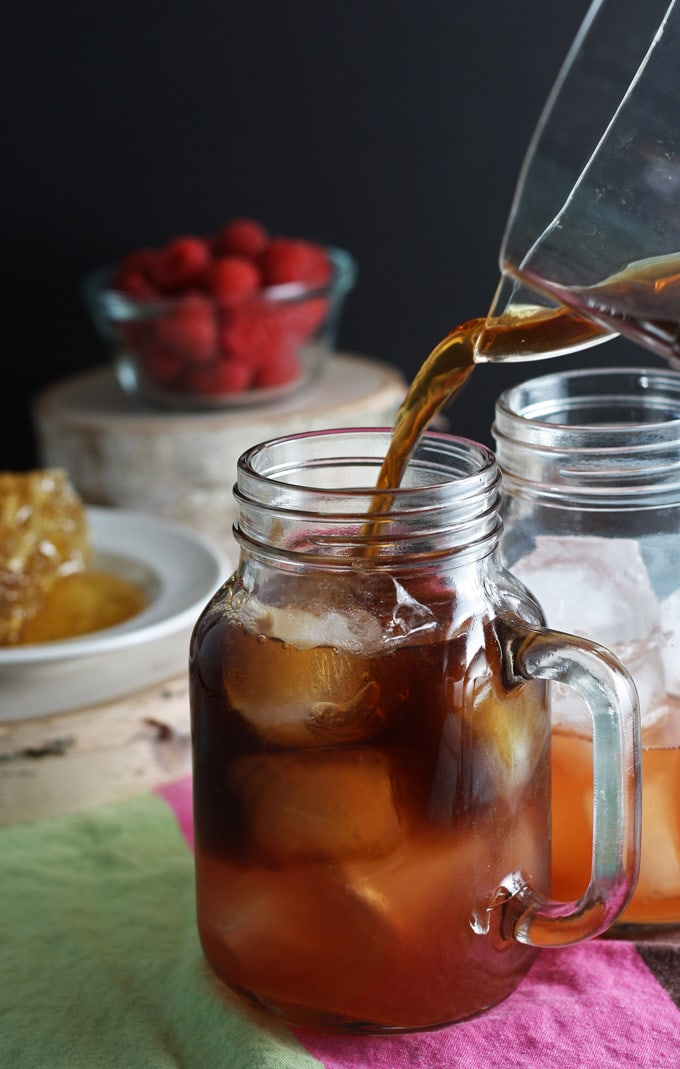 Raspberry Sweet Tea Cocktail | honeyandbirch.com #drinks