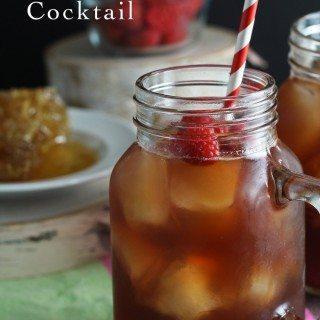 Raspberry Sweet Tea Cocktail | honeyandbirch.com #drinks