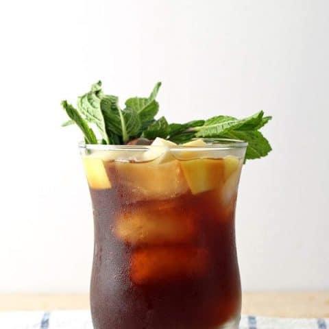 Apple Mint Iced Tea Cocktail | honeyandbirch.com
