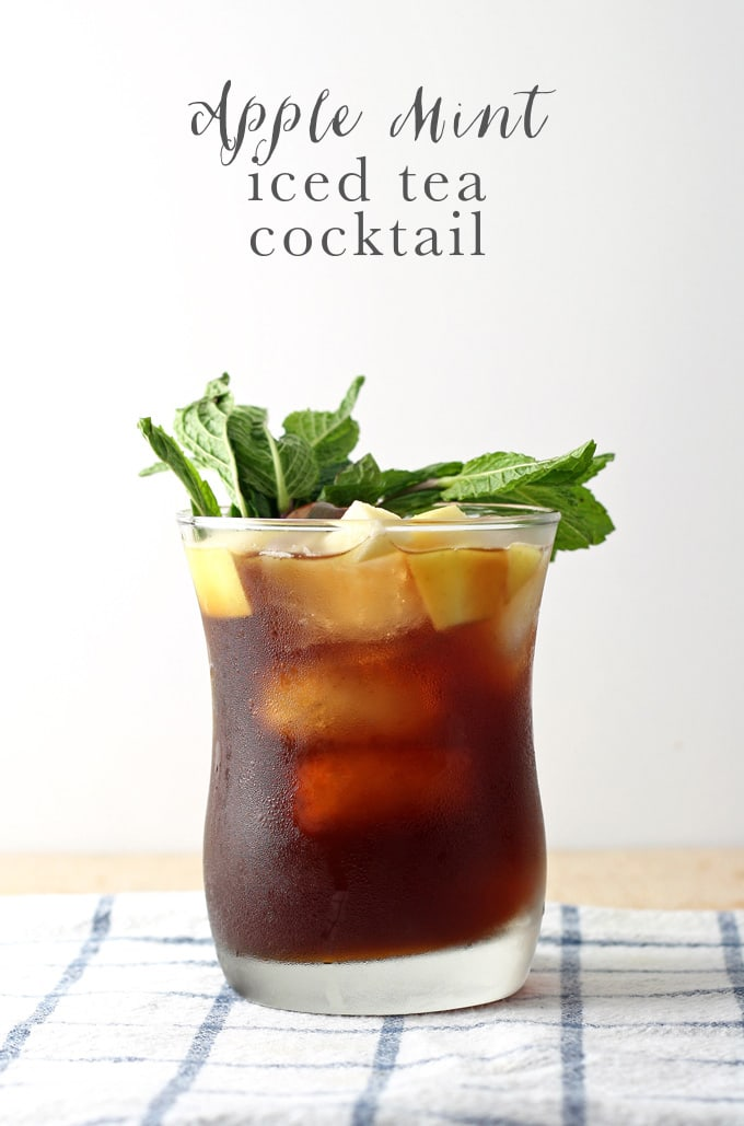 This apple mint iced tea cocktail is delicious, refreshing and perfect for the summer! Make one today to celebrate National Iced Tea Month. | honeyandbirch.com