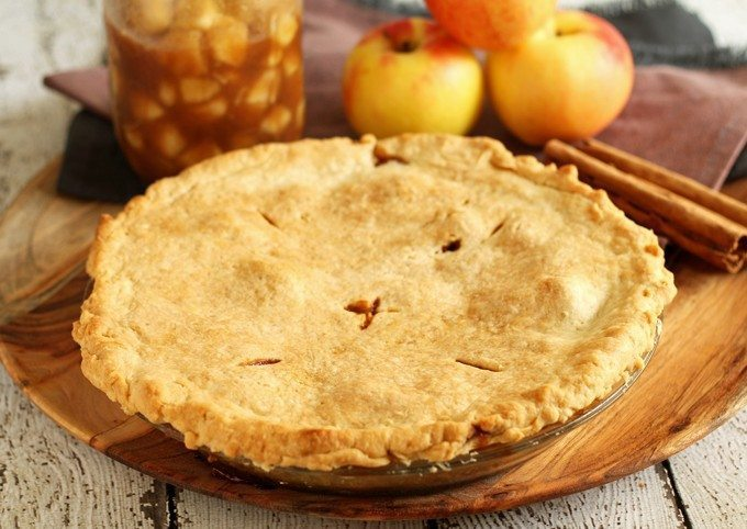 Make homemade apple pie filling with all of autumn's bounty of apples! Fill your home with the smells of apple pie all year long! | honeyandbirch.com Finished Apple Pie