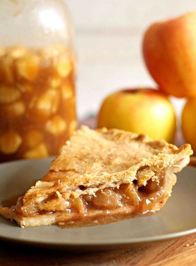 Homemade Apple Pie Filling | honeyandbirch.com #autumn