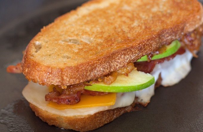 Spicy Apple Bacon Grilled Cheese Sandwiches - get ready to add some heat to your lunch with this delicious sandwich. The sweet and spicy apple relish is my favorite part! | honeyandbirch.com width=