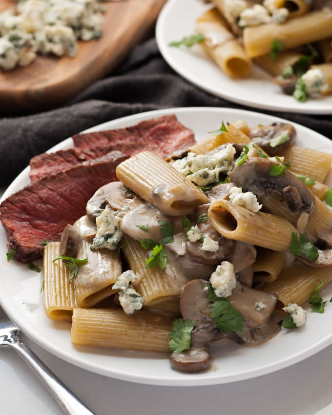 Mushroom Blue Cheese Rigatoni - an easy 30-minute one pot pasta dinner. Perfect for Sunday dinner when paired with steak, or for Meatless Monday when on it's own. | honeyandbirch.com