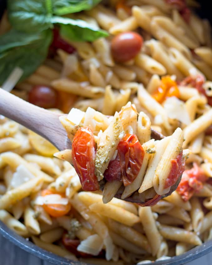 One Pot tomato pesto pasta - 30 minute dinners are my favorite kind of dinners. Use store bought or homemade pesto, cherry tomatoes and shaved parmesan cheese to create this flavorful and easy pasta dinner! | honeyandbirch.com