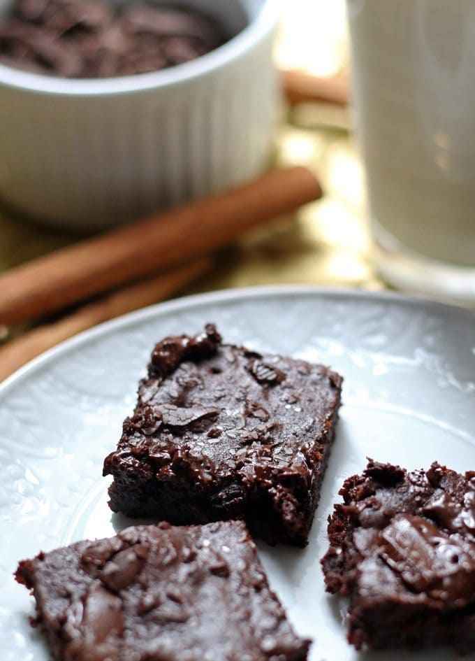 These salted Mexican chocolate black bean brownies are perfect for New Year's Eve celebrations! They will be a delicious slimmed down addition to your holiday party! | honeyandbirch.com