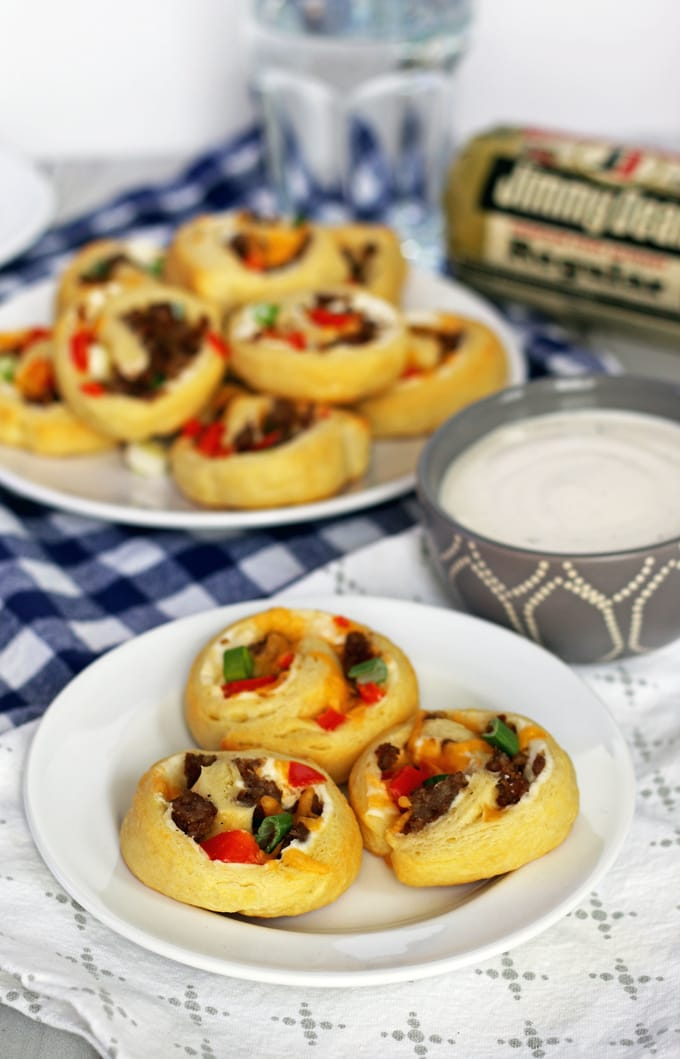 If you're looking for game day food, this sausage pinwheel appetizer is going to be your new favorite recipe for tailgating season. It's made with sausage, refrigerated crescent rolls, red bell peppers and two types of cheese;it's an easy and delicious appetizer to add to your party. Just serve it with a little ranch! | honeyandbirch.com