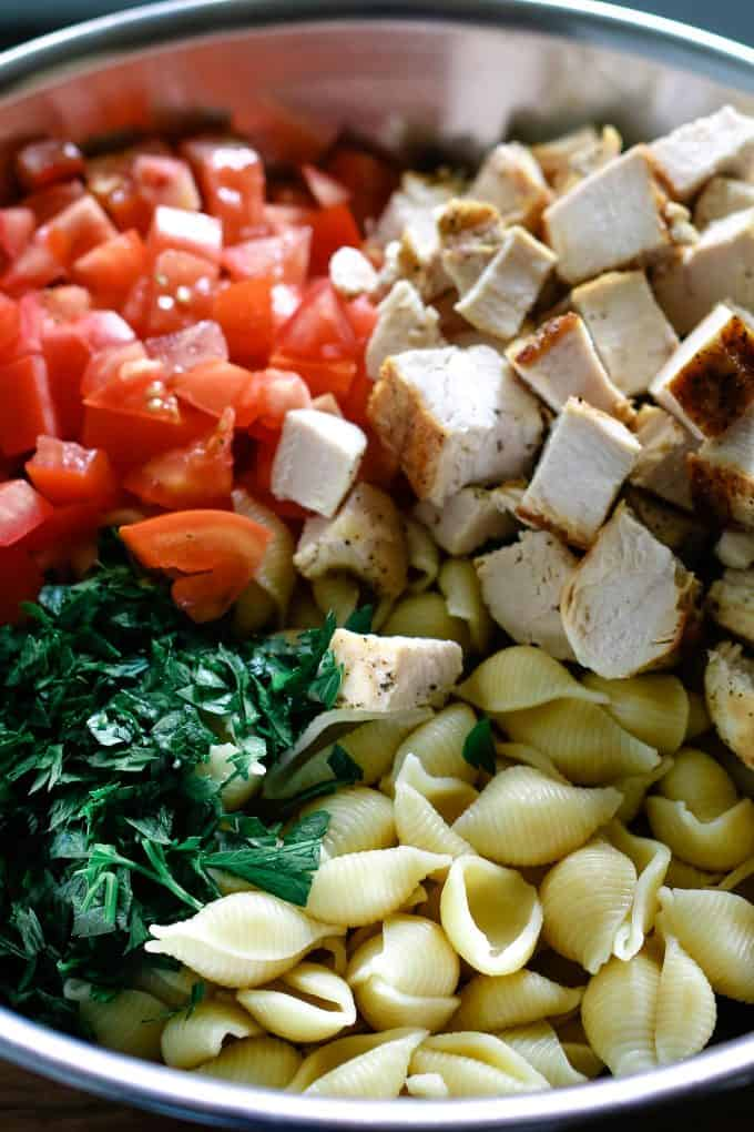 ingredients of chicken ranch pasta salad