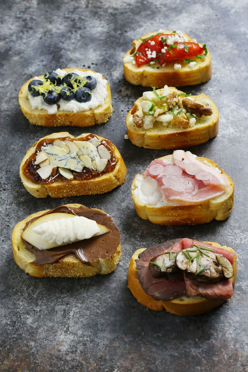 Include a holiday crostini bar at all of your holiday parties this year! These 12 3-ingredient crostini recipes are easy to make and pair perfectly with Nero d'Avola and Frappato wines. | honeyandbirch.com
