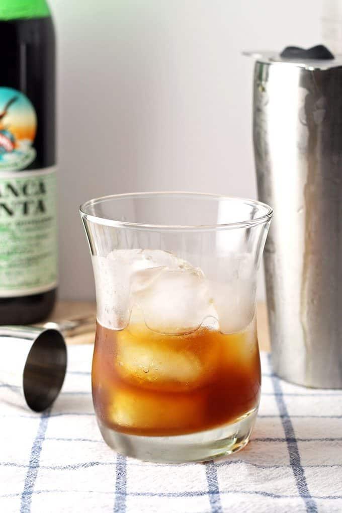 apple mint iced tea cocktail preparation
