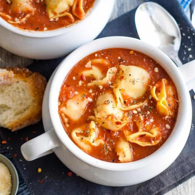 tomato tortellini soup with bread