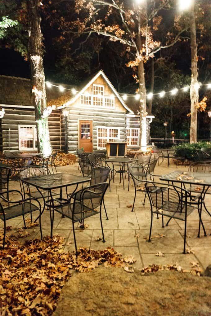 The outside of Fred's Hickory Inn in Bentonville, AR