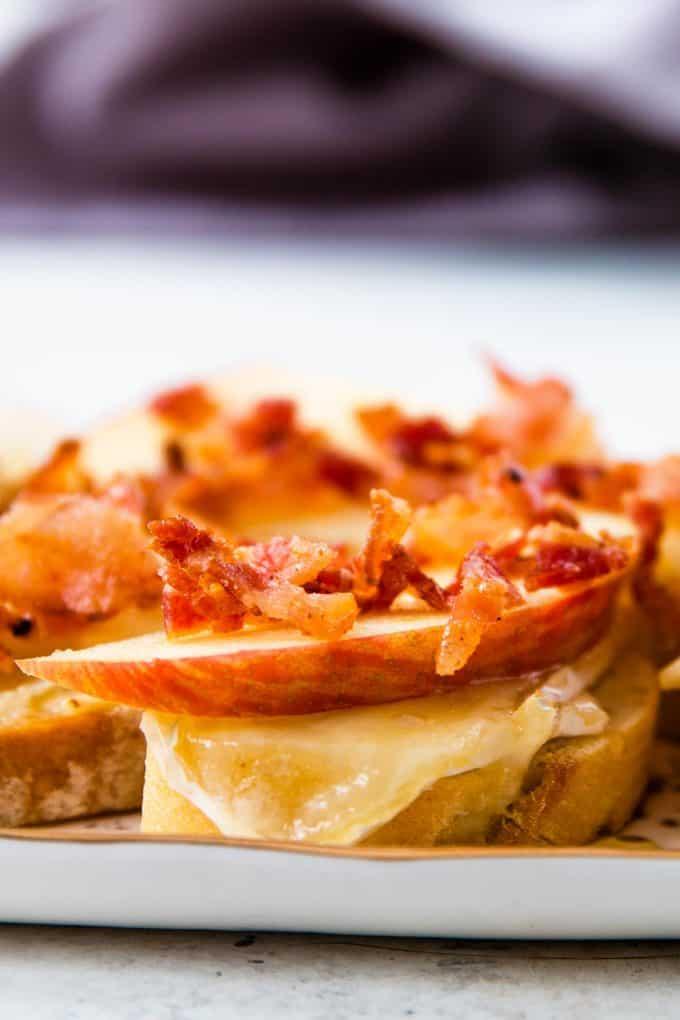 closeup photo of bacon brie apple crostini