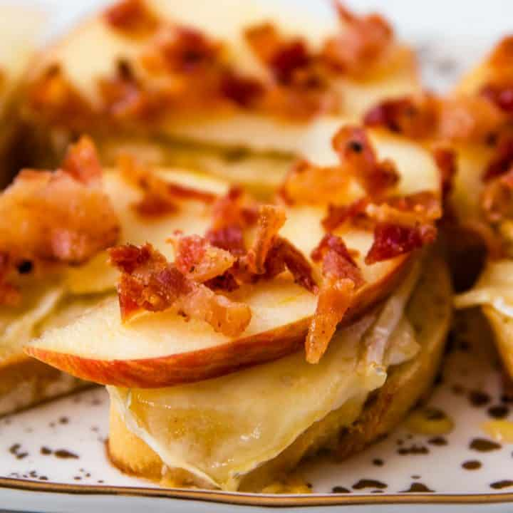 crumbled bacon on top of apple and melted brie on crostini