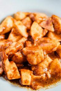 closeup photo of juicy baked apples